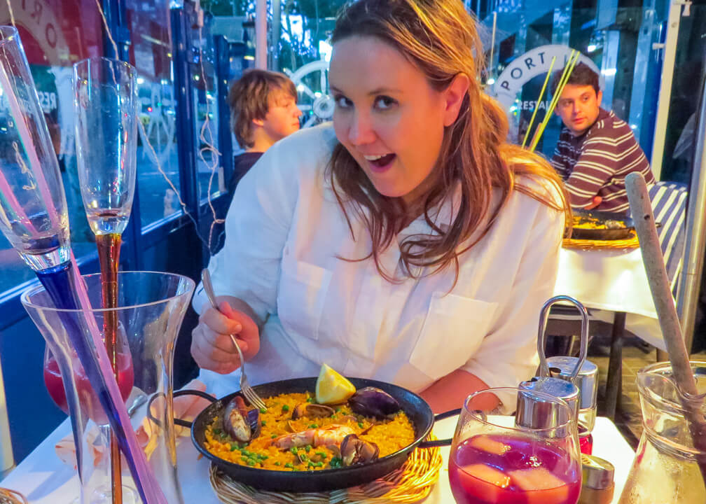 eating paella in barcelona